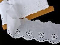 Embroidery lace No. 65031 white | 13,8 m