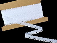 Vyšívaná krajka vzor 65088 bílá | 9,2 m
