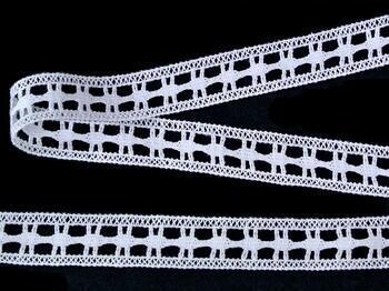 Paličkovaná vsadka vzor 82187 bílá | 30 m - 2