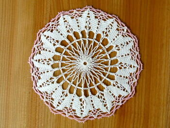 Tablecloth EMILIE white/pink, diameter 17 cm - 2