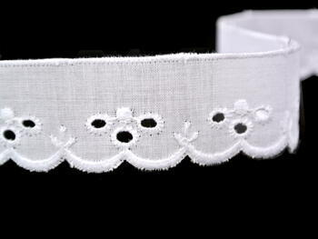 Vyšívaná krajka vzor 65012 bílá | 9,1 m - 4